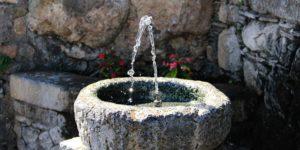 Brunnen © Pixabay 2020 / Foto: Rosy_Photo