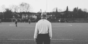 FuG – Zeitschrift für Fußball und Gesellschaft 2-2020: Akzeptanzbeschaffung für Schiedsrichterentscheidungen. Wie Ungerechtigkeiten auf dem Fußballplatz produziert und ausgehalten werden