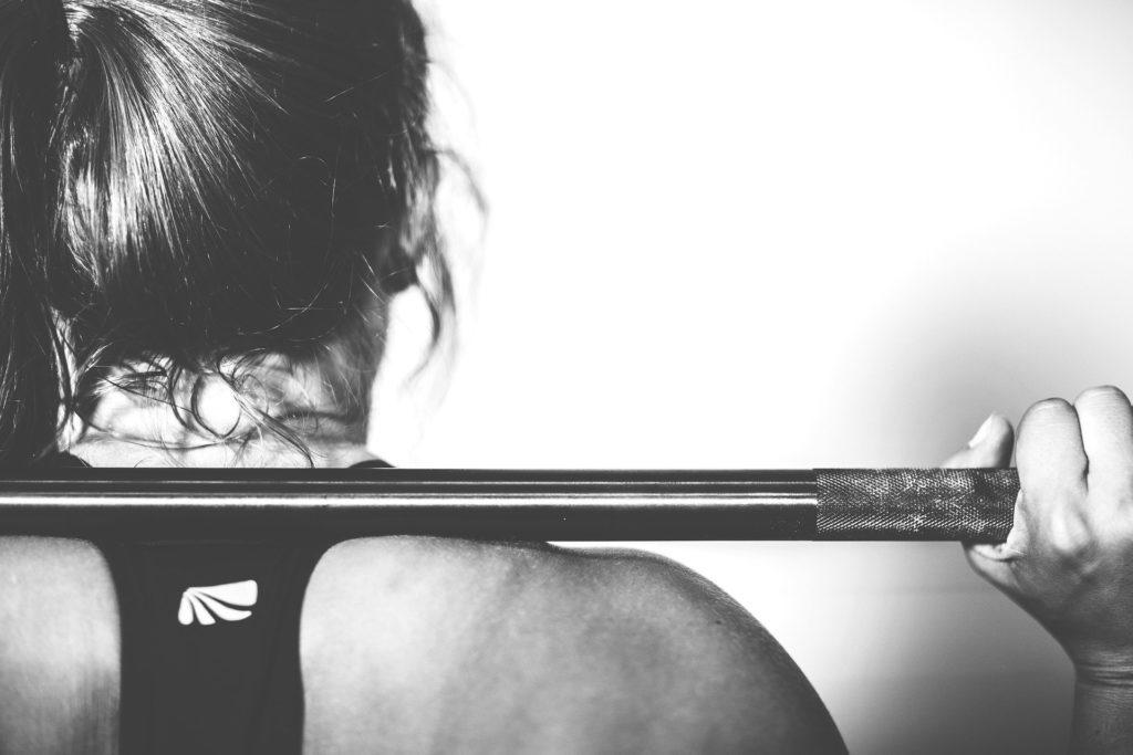 lifting weight © Pixabay 2020 image: Ichigo121212
