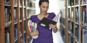 woman academia © Pixabay 2021 image: Engin_Akyurt