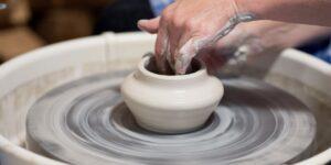 pottery © Pixabay 2021 / image: marcelkessler